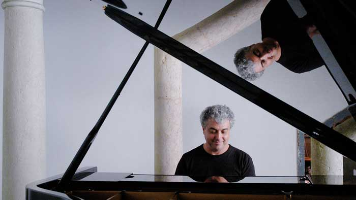 Jovino-Santos-Neto-Trio