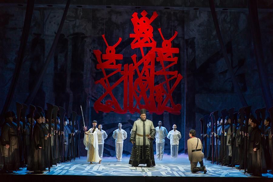 2.Kana Kimura (dancer) Morris Robinson (Ramfis), Yonghoon Lee (Radames).Aida.Photo by ScottSuchman